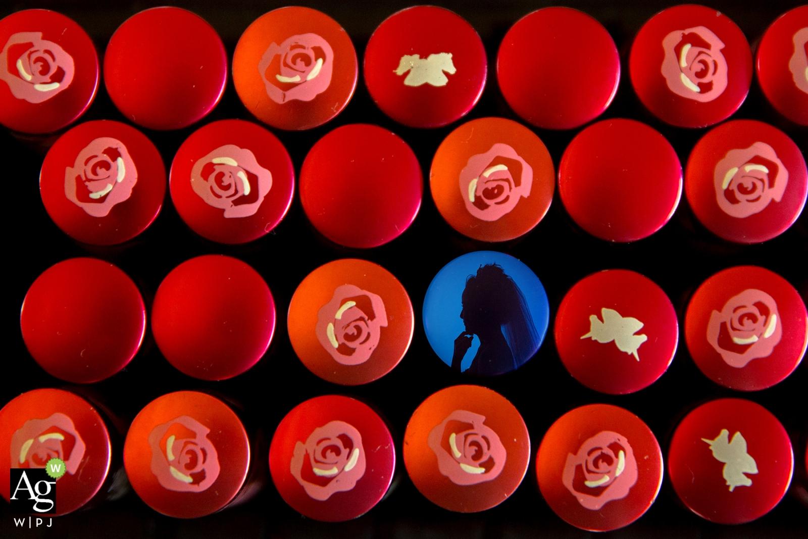 Pekin portret sesji zdjęciowej sesji z panną młodą otoczony czerwonymi okręgami i kwiatami