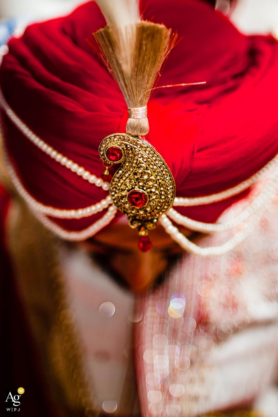 Dettaglio del fotografo creativo artistico della California del turbante dello sposo