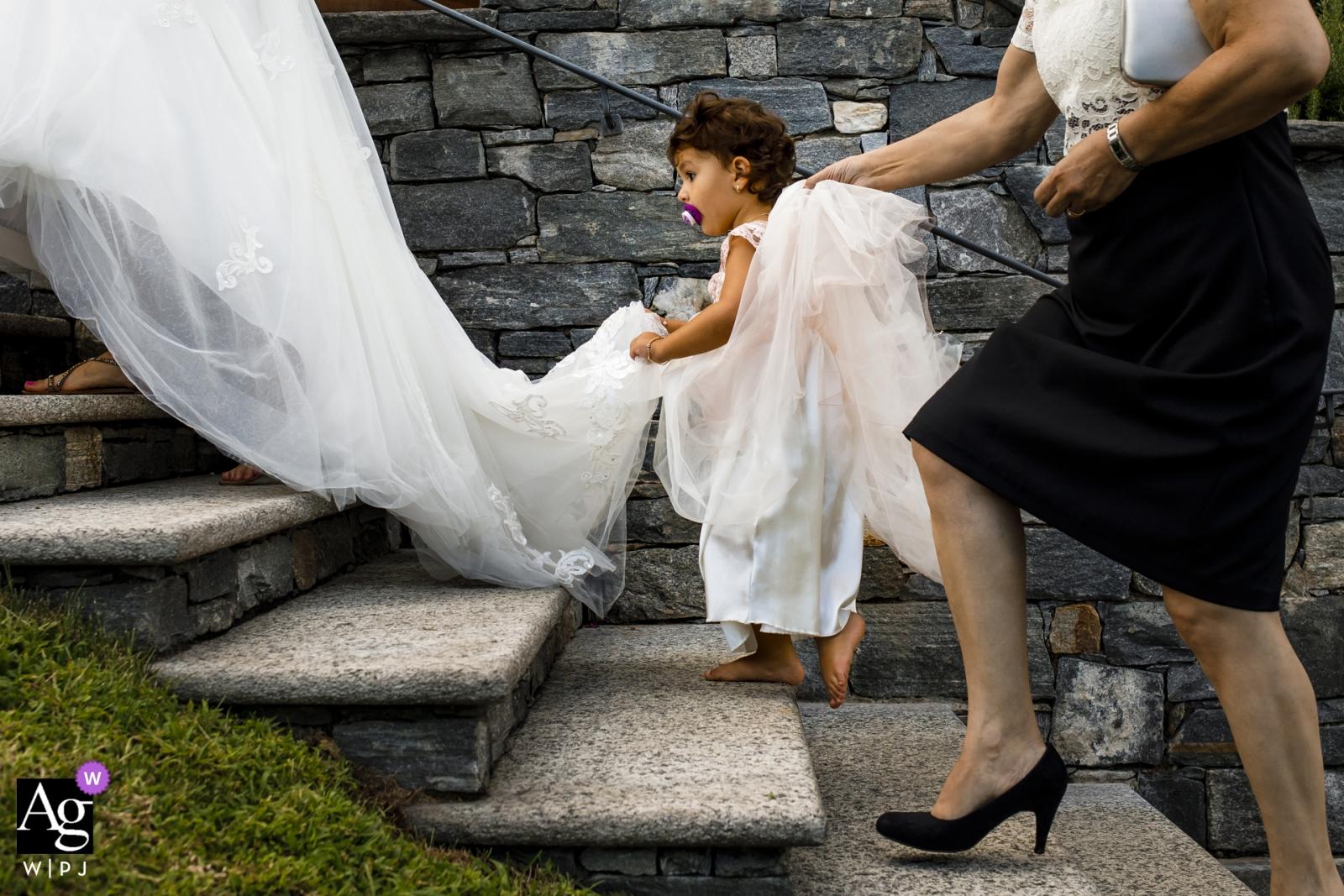 Locarno, Suisse détails de mariage | photos de mariage de Locarno | robe de mariée monter les escaliers | robe avec flowergirl
