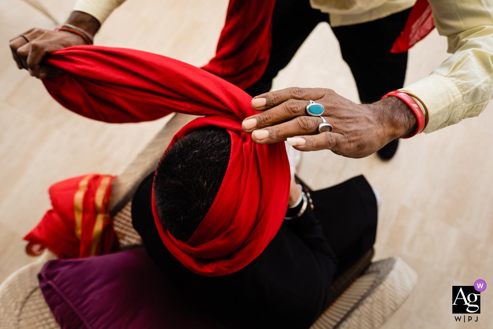 迪拜,阿聯酋婚禮攝影的新郎準備儀式前 Waldorf Astoria | 手綁婚禮頭巾