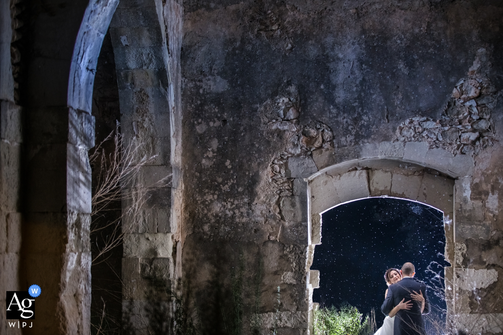 Cassibile wedding portraits | photographer captured love in sicily between the bride and groom in these church ruins
