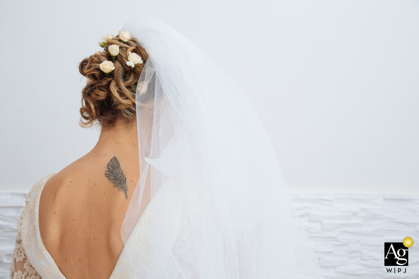 Ortigia wedding day photography | Siracusa Bride with her veil and a feather tattoo on her back