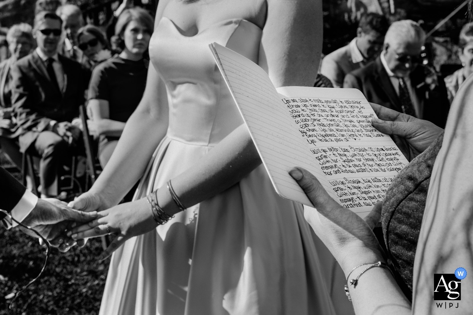 Heretat de Guardia wedding photographer | Detail of the outdoor ceremony in black-and-white