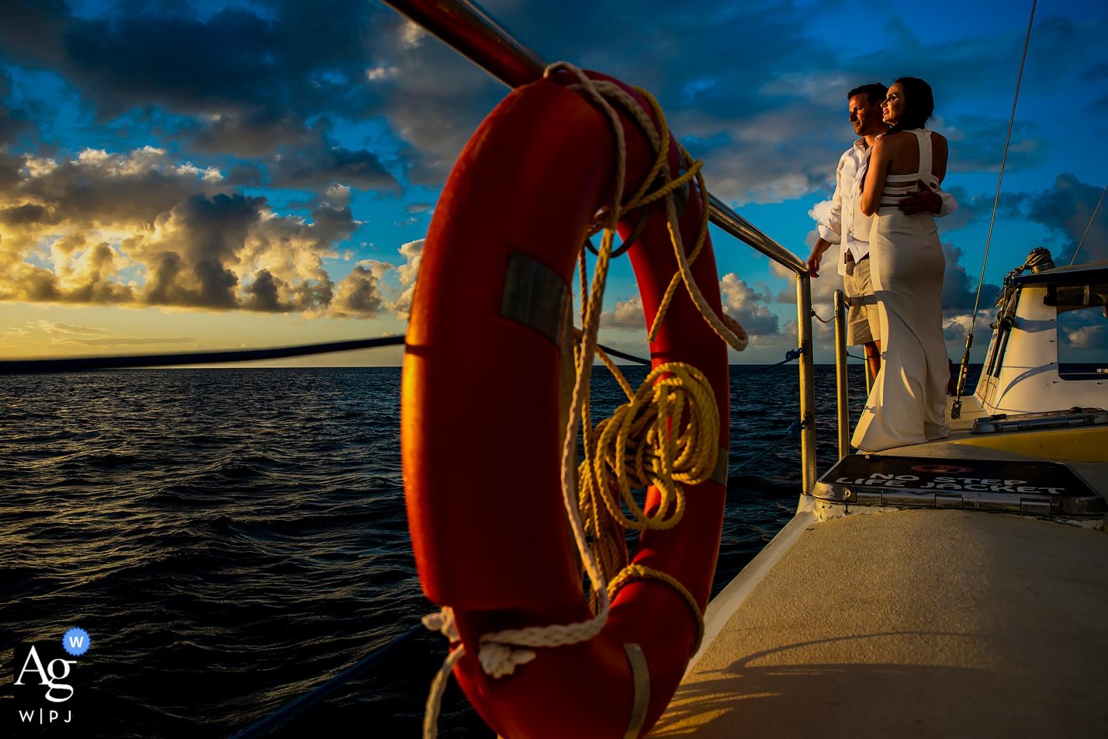 Sandals Grande St. Lucian, portrait de mariage des mariés sur une croisière au coucher du soleil