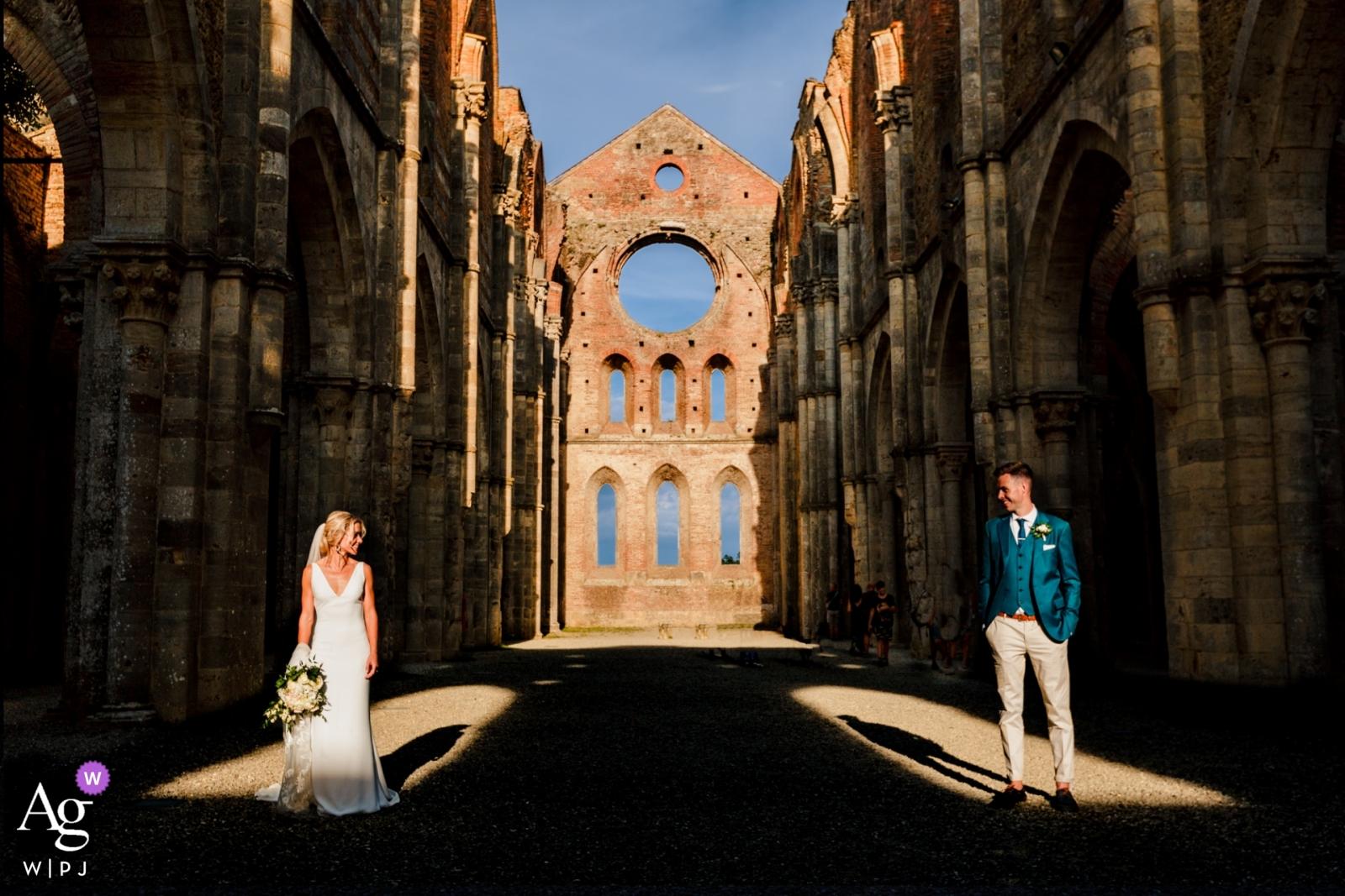 Hochzeitsporträt San Galmo Abbey einer Braut und des Bräutigams