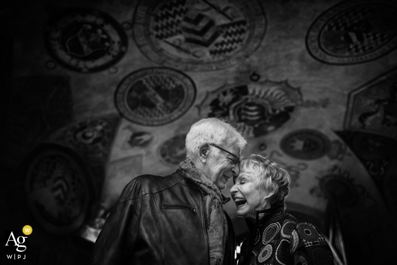 Certaldo, Toskania portret dojrzałej pary młodej w dniu ślubu