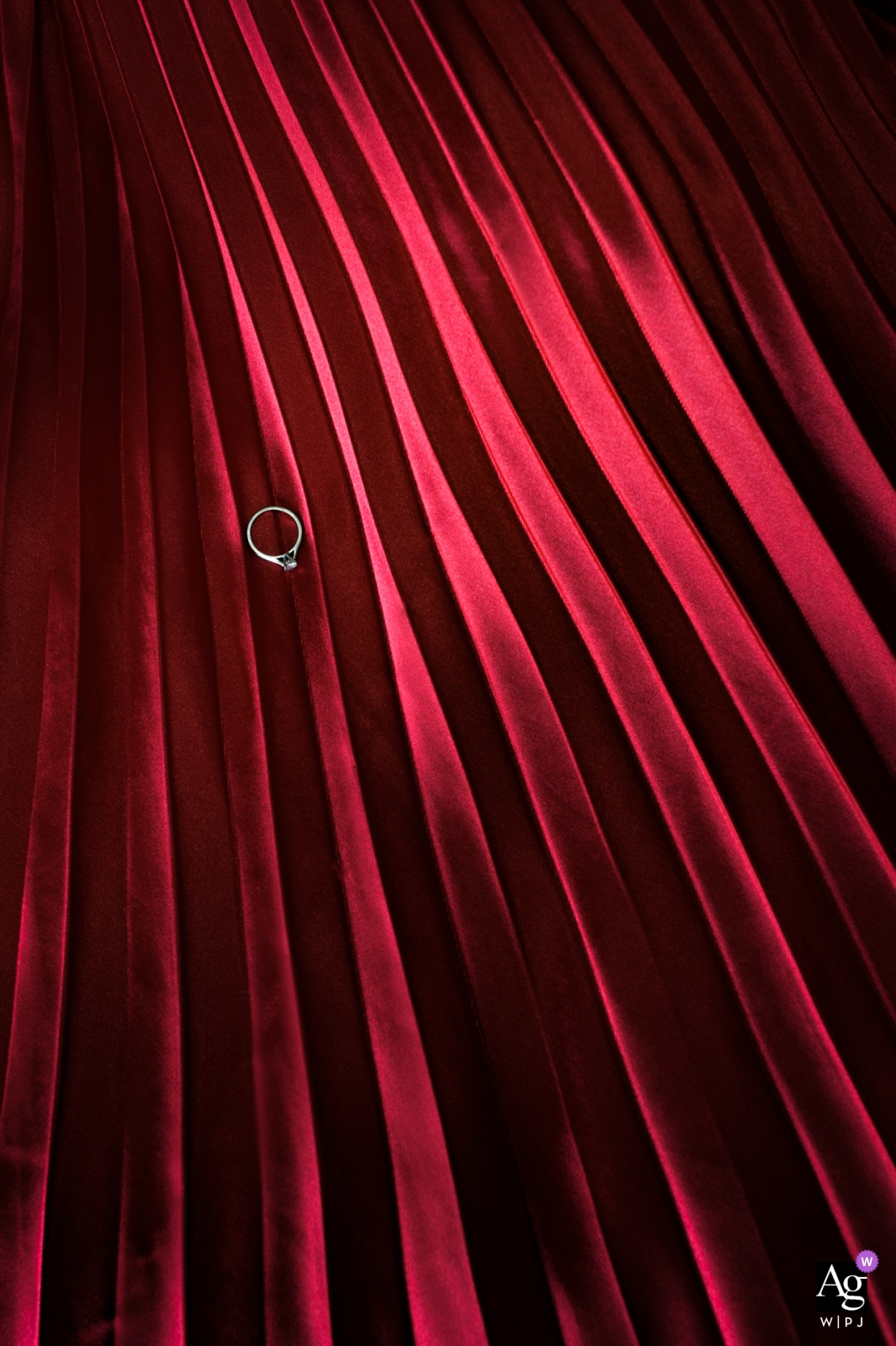 Hunan wedding detail photo: A wedding ring on red and black