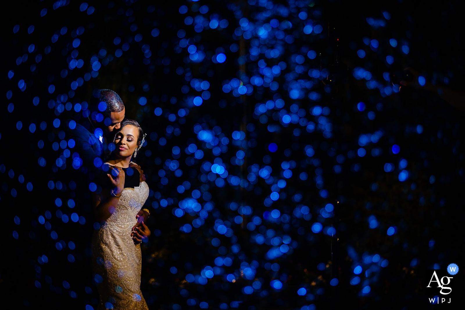 Le photographe du lieu de mariage de Merion: une cascade devant et quelques couleurs ajoutées pour créer une ambiance.
