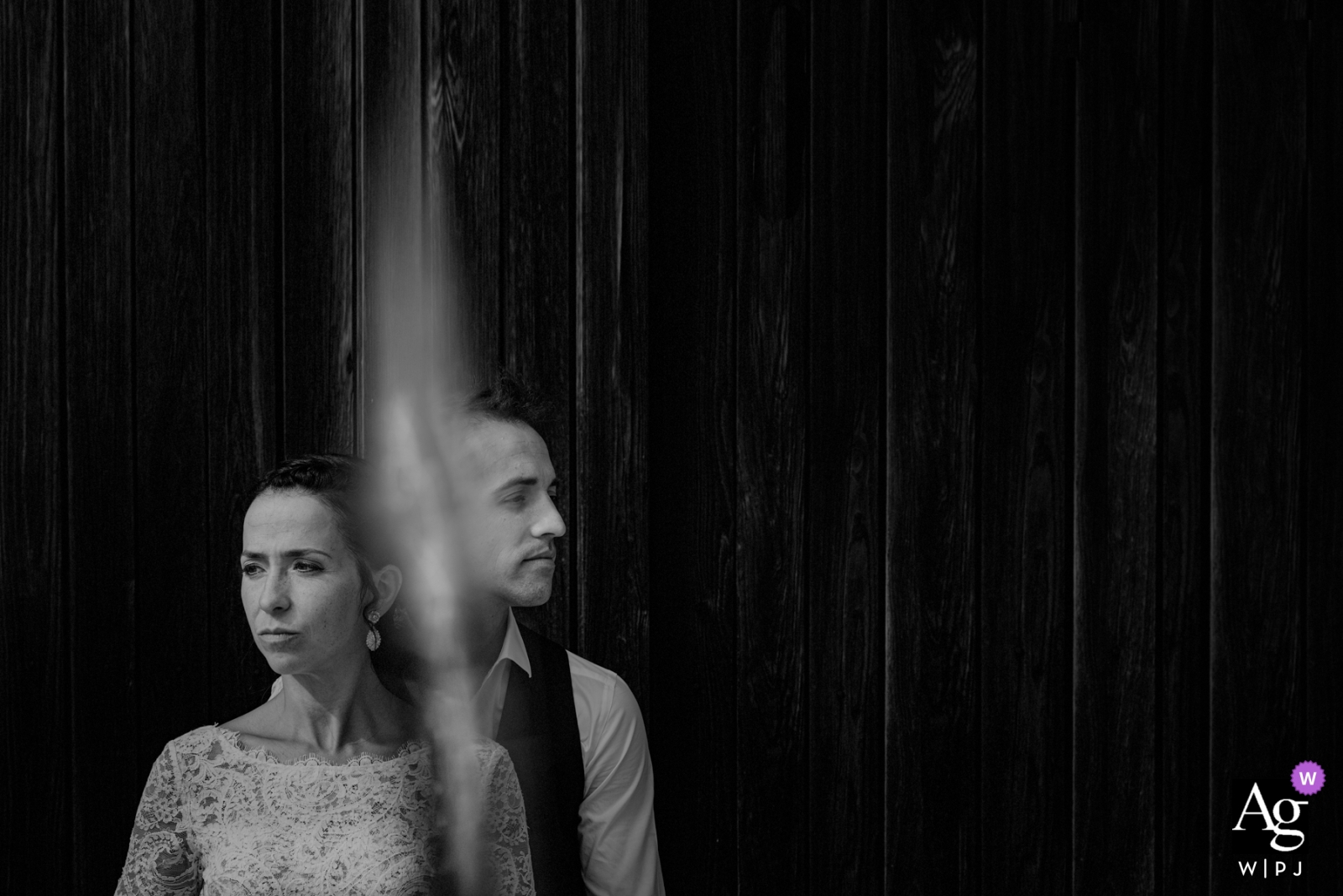 Mi Castillo de Arena, Araba, Spain couple posing for black and white wedding portrait