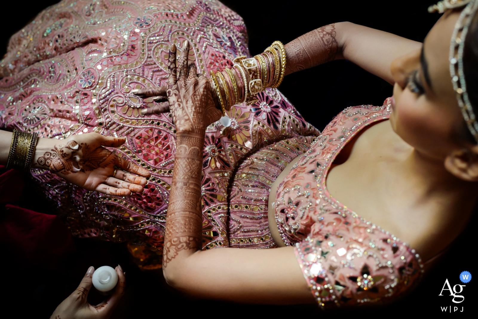 Mumbai, India wedding photo | Indian bride getting ready