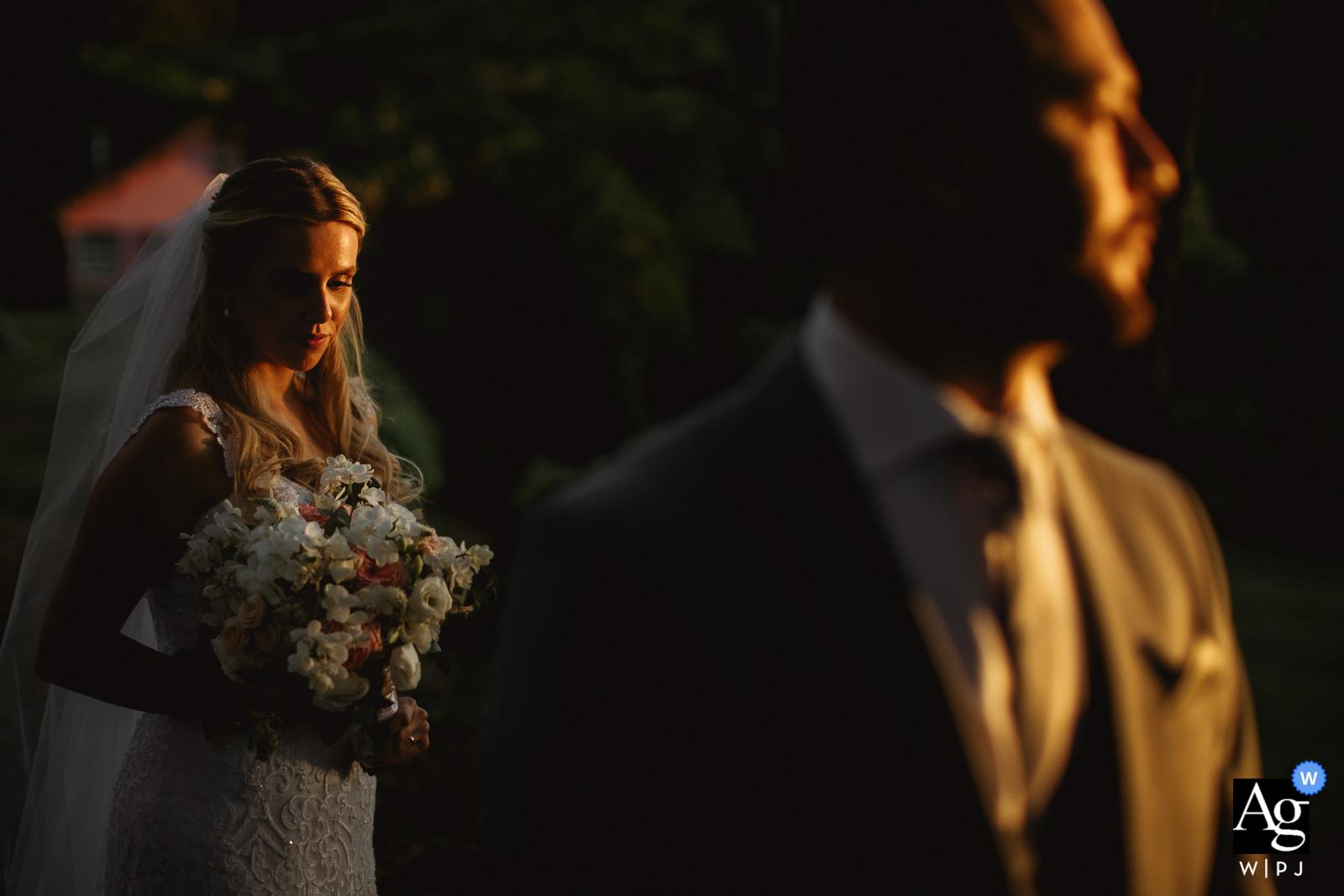 Hosteria Vall De Buia - Santa Maria - Brasil Bride wedding portrait behind the groom with sun entrance