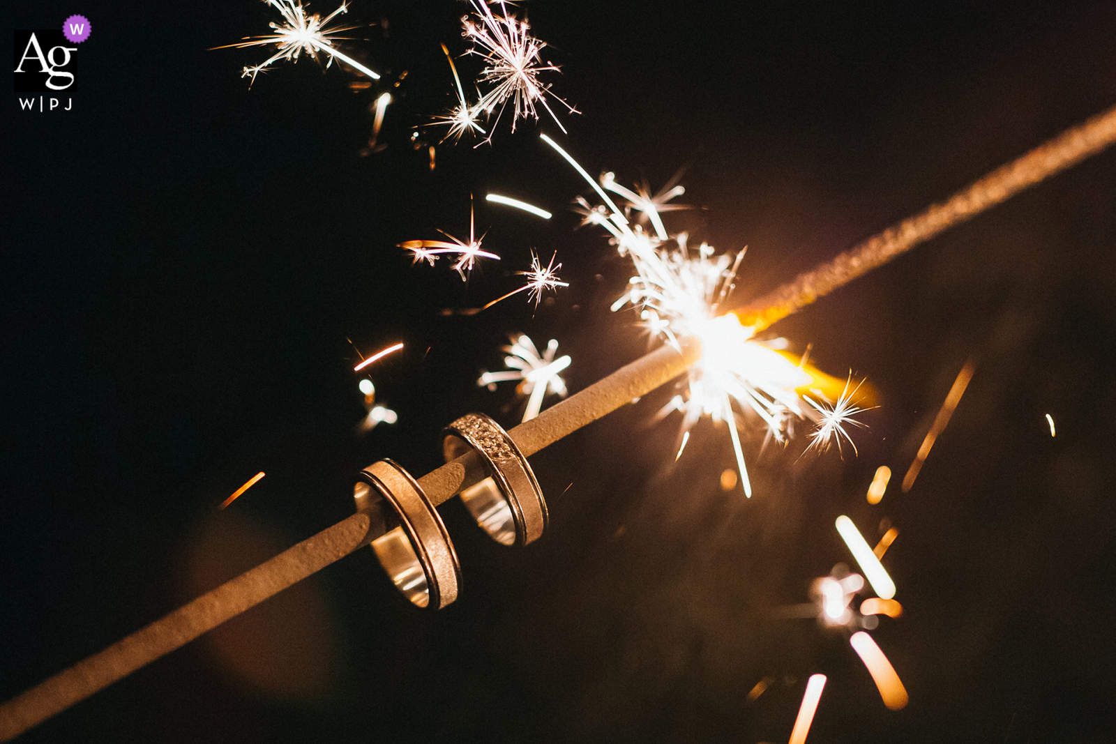 Detail image of wedding rings on sparkler by Slovakia photographer