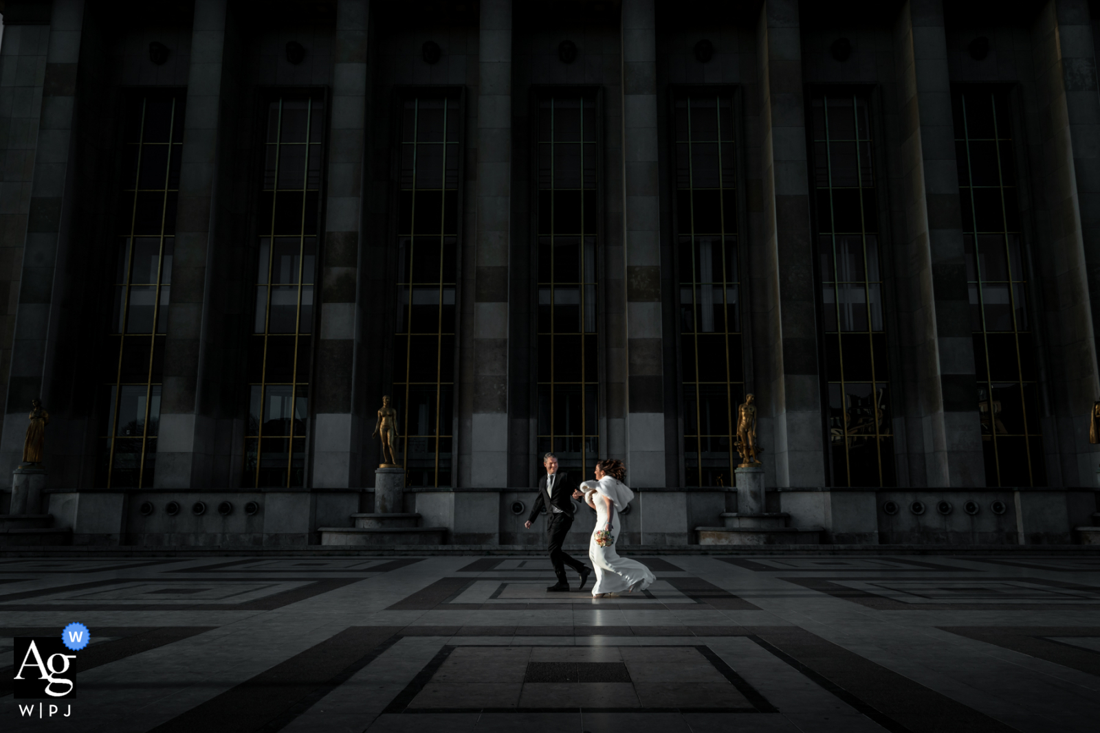 Trocadero Paris creative urban wedding picture of the Bride and groom during photo session pre ceremony