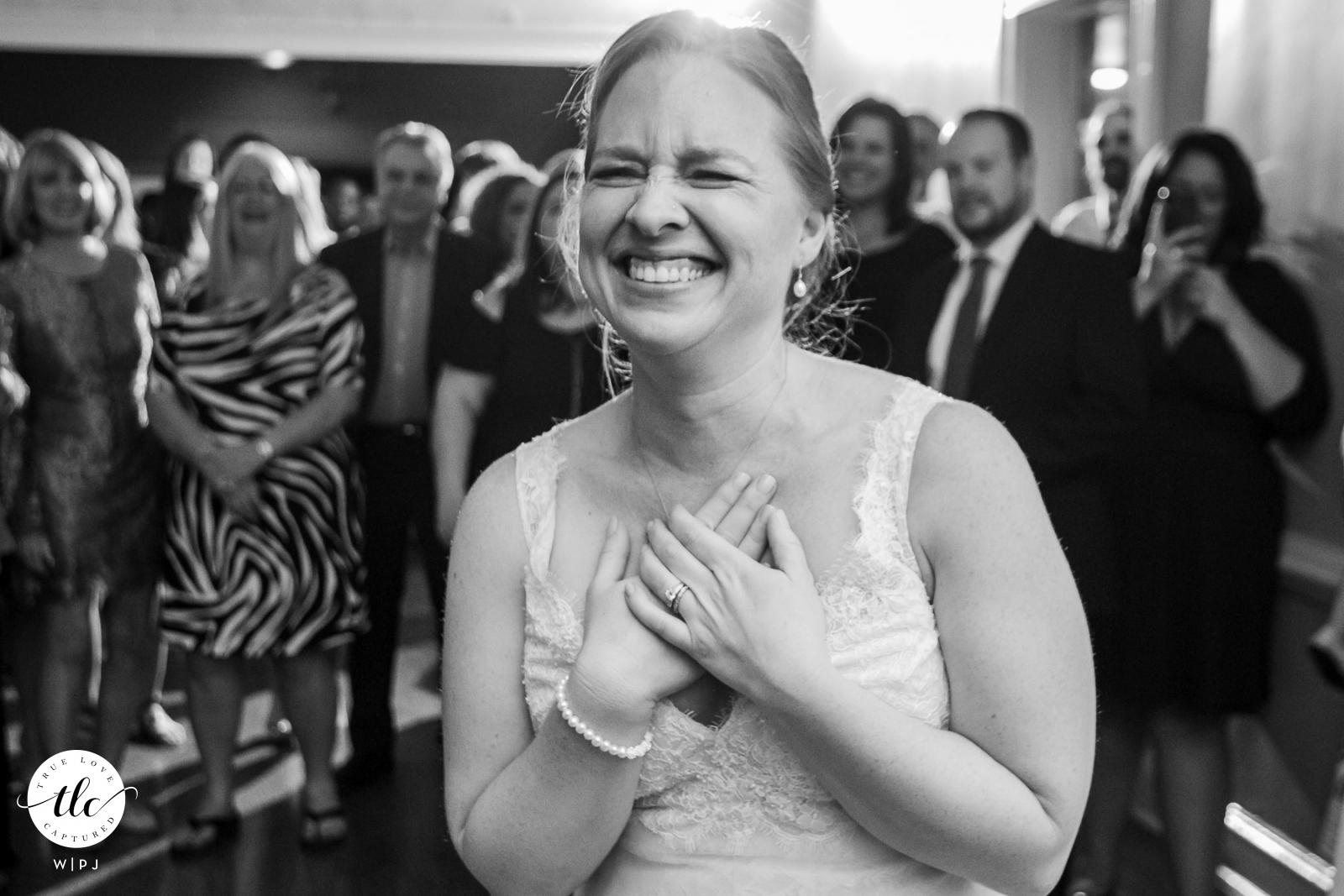 Aska Farms, Blue Ridge, GA imagen de la boda de la novia escuchando a su novio cantarle durante la recepción
