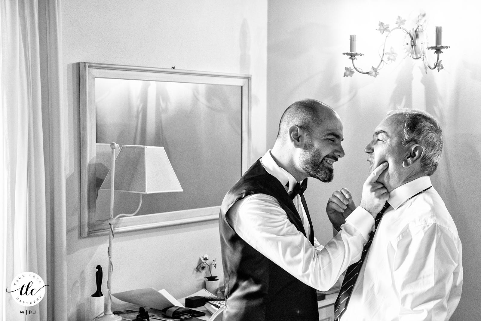Antico Benessere, Vaprio d'Adda, Milán - Italia lugar de la boda imagen de un gesto cariñoso entre padre e hijo