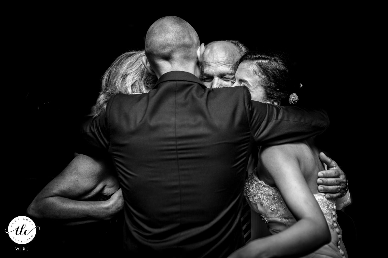 Imagen de la recepción de la boda de Pachino en blanco y negro del amor en Sicilia