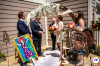 Rockville, Maryland Backyard Porch Elopement Photographer | COVID-19 ha colpito i piani di matrimonio a tema country di questa coppia