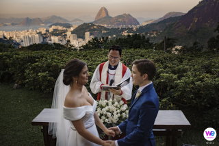 Wedding Photo from Casa de Santa Teresa in RJ | a panoramic view of Sugarloaf Mountain in the background