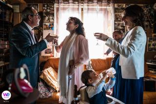 Image de réception de mariage du centre de la France de la maison | Le couple trinque