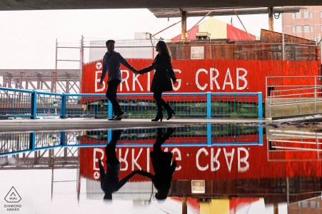 The Barking Crab Engagement Photo - Photographie de mariage à Boston