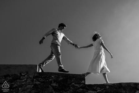 Séance photo en noir et blanc avant le mariage en Nouvelle-Aquitaine - Prends ma main en mariage