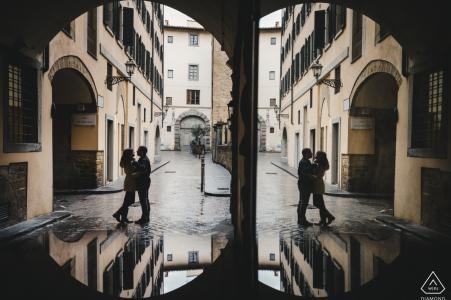Redondance et répétition symétriques pour ce portrait de pré-mariage au Portugal
