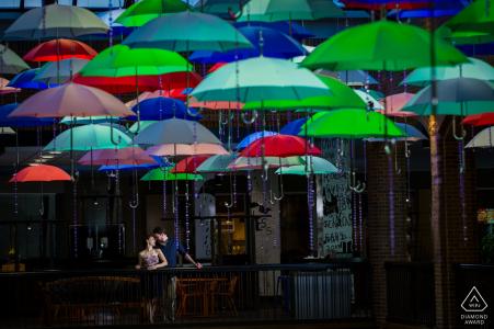 Sous les parapluies | Séance photo d'engagement de MN