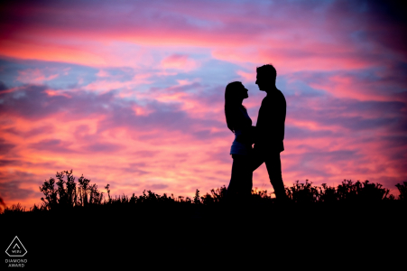 Violet Sunset Portrait Session dla Engaged Couple in Pistoia Tuscany