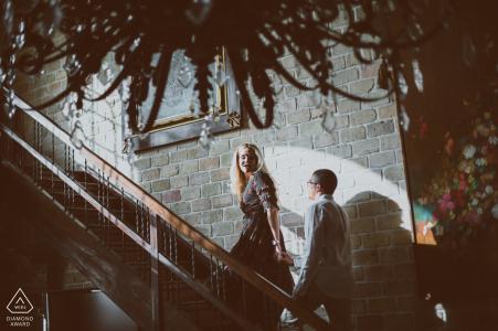 Photos de fiançailles à Boston d'un couple la nuit | Séance de portrait pré-mariage du photographe du Massachusetts
