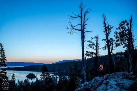 Portrait de couple par photographe de mariage de lac tahoe fiançailles