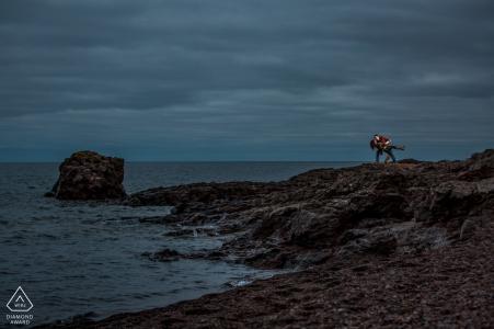 Verlobtes Paar ein romantisches Bad am See   MN Portraits vor der Hochzeit