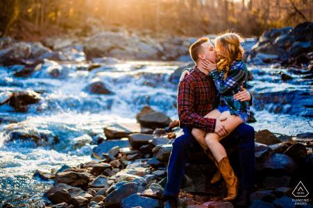 Séance photo de fiançailles en Virginie d'un couple   Photographe d'Arlington