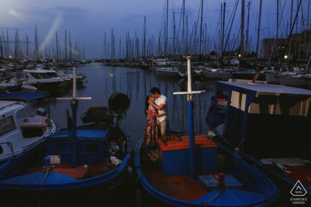 Photographe de mariage de destination, séance de fiançailles avec des bateaux