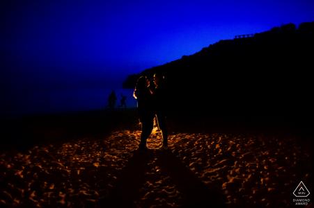 Hesse Allemagne Engagement Photo d'une séance au crépuscule avec une lumière