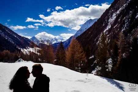 Silhouette, fiancé, couple, montagnes, neige, ciel bleu, nuages