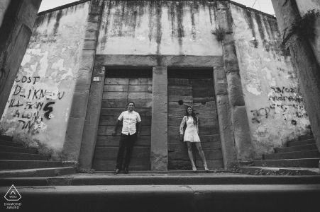 The Doors | black and white engagement pictures of a couple in the streets  | Arezzo photographer pre-wedding shoot with photographer