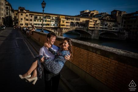 Toscana Wedding Engagement Fotografía de una pareja divirtiéndose