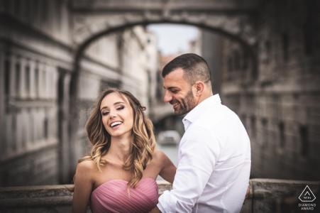 Venecia antes de la boda disparar para retratos de compromiso
