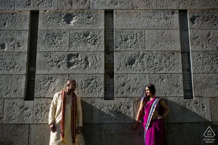 Portrait de fiançailles à Boston, Massachusetts | Couple contre mur