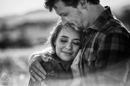 Goias Engagement Photographer - Pre Wedding Portrait in Black and White