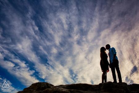 Californie - Photographie de fiançailles au nord de Santa Cruz au coucher du soleil