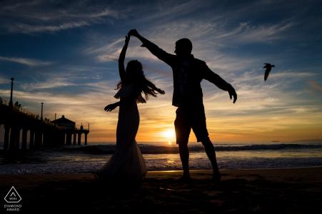 加利福尼亚曼哈顿海滩-在订婚照期间让我们在海滩上跳舞