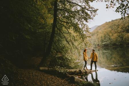 Séance photo d'engagement du lac Yedigöller avec un couple