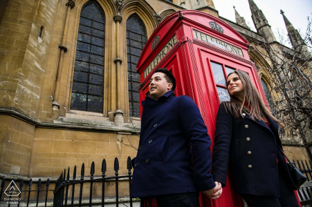 Sparatoria a Londra con Red Telephone Booth - Engagement Photographer