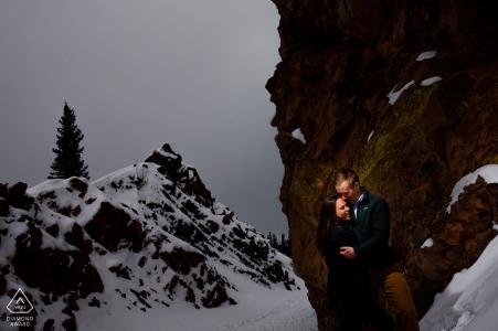 Sie stehen mitten in zwei Felsvorsprüngen am Borea's Pass für ihre Wintereinsätze in CO