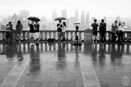 Schwarzweiss-Verpflichtungsfoto im Regen am königlichen Belvedere