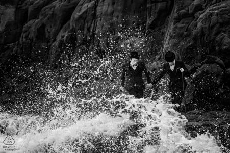 Portrait de fiançailles avant le mariage sur les vagues du Fujian, Chine
