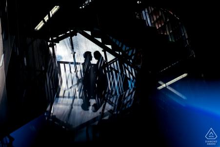 Highline-Park, vor der Hochzeit Verlobungssitzung mit ein paar Küssen auf der Treppe
