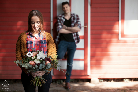 Pre-wedding Italian engagement photo | red building, flowers and shadows