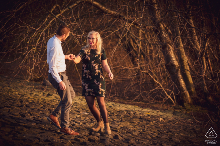 walking on the edge of the river, with nice low light, made in February this year, with lovely couple | Fort Sabina Heijningen engagement photography